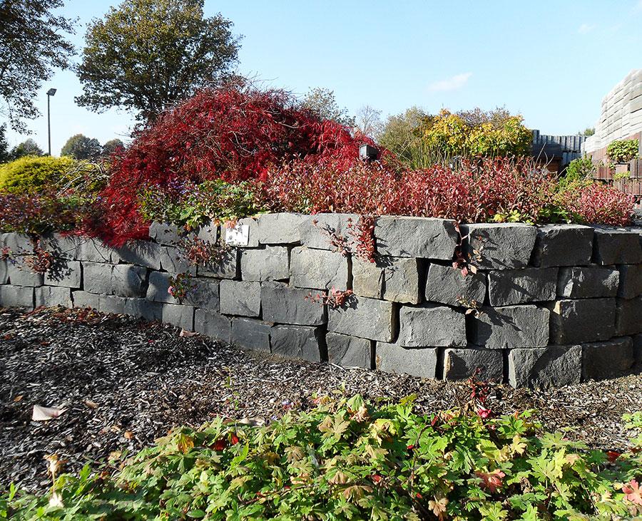Trockenmauer Natursteinmauer Als Hangbefestigung Aus Bielefeld